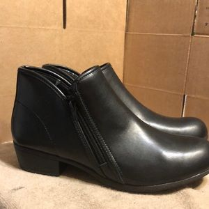 TredSafe Aria Slip Resistant Ankle Boots size 10